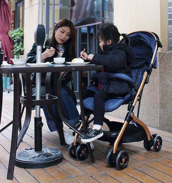Xe đẩy cho bé Baobaohao QZ1 với ghế cao 50cm phù hợp chiều cao bàn ăn tiện lợi