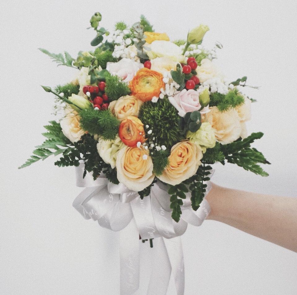 HC114 - Hoa cầm tay cô dâu