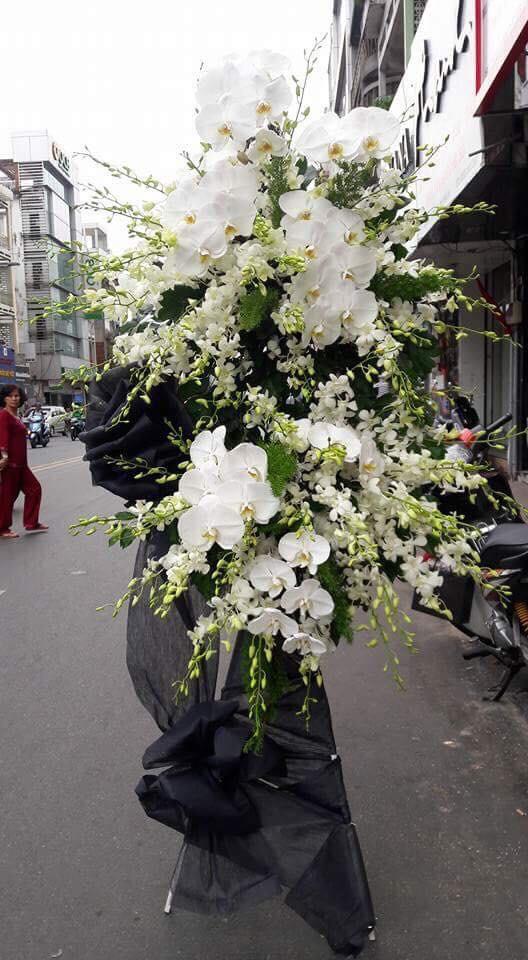 HCB103 - Kệ hoa chia buồn màu trắng