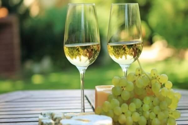 Image result for rượu nhập khẩu vang trắng