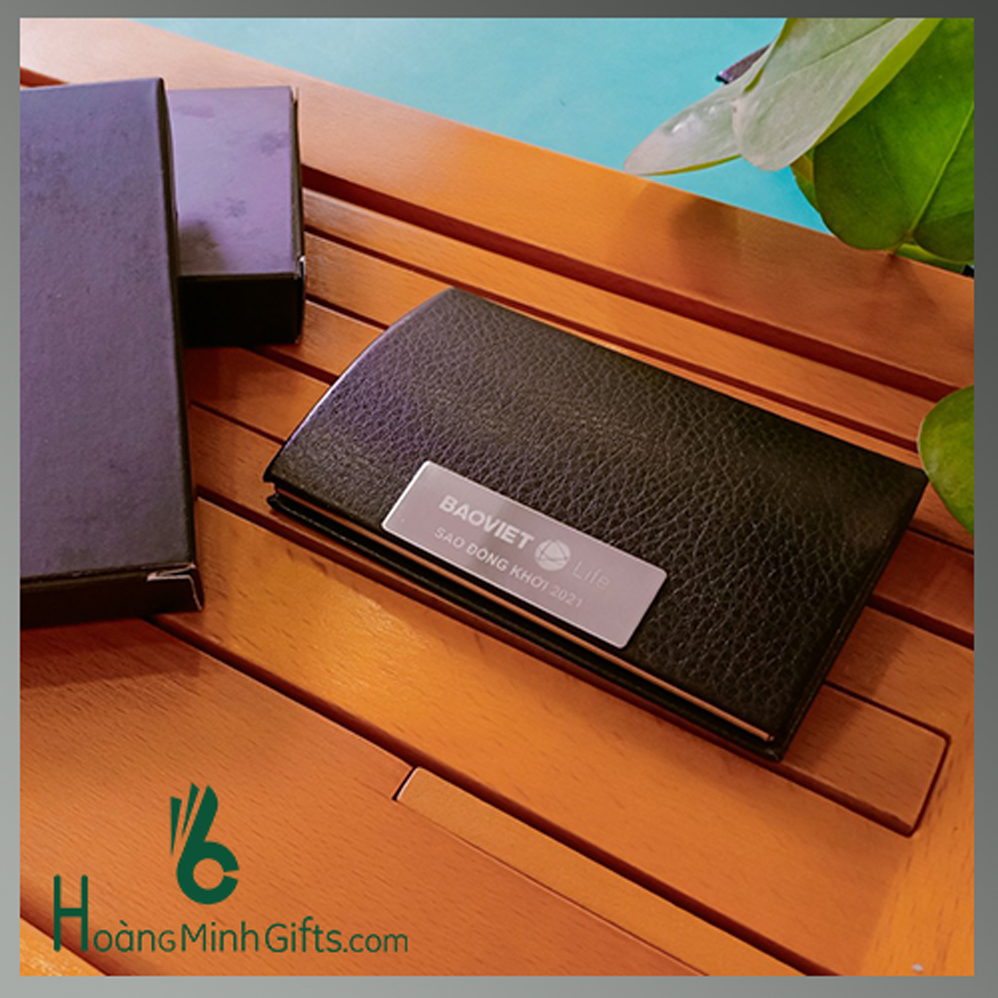 hop-dung-namecard-kim-loai-phoi-da-cap-khach-hang-fubon