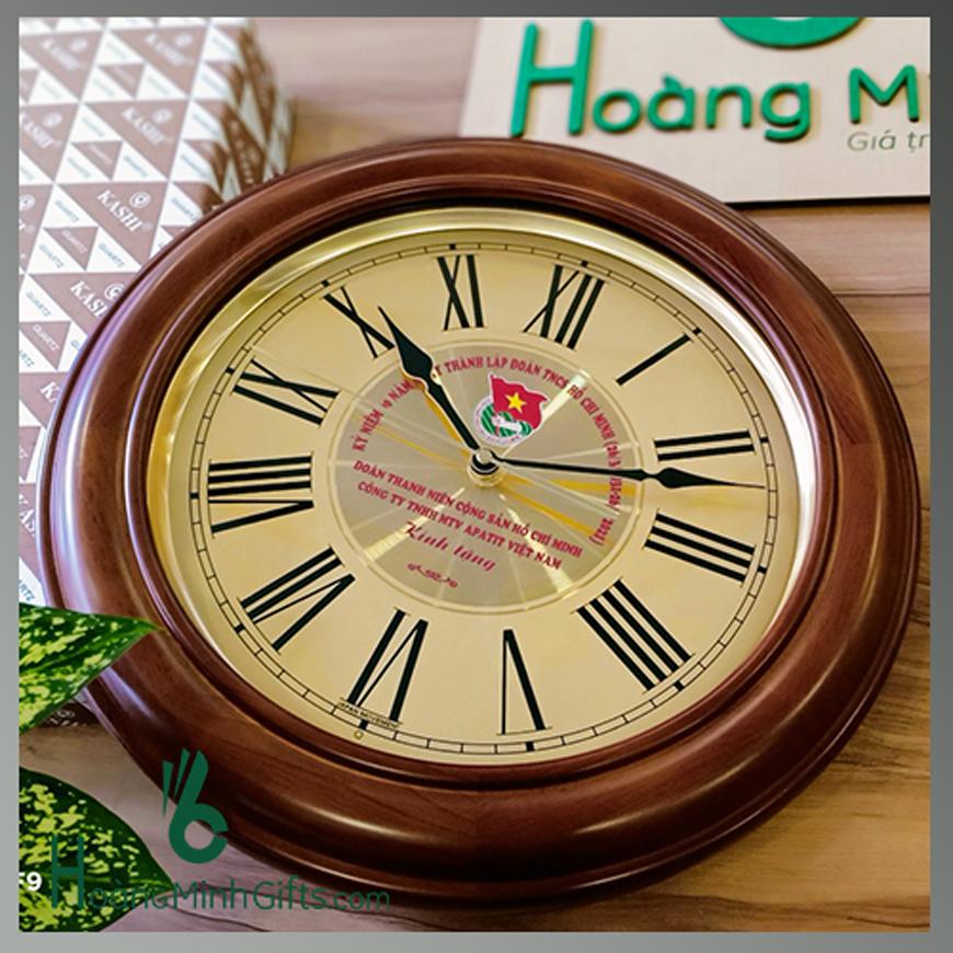 dong-ho-treo-tuong-go-tu-nhien-cao-cap-khach-hang-mtv-apatit