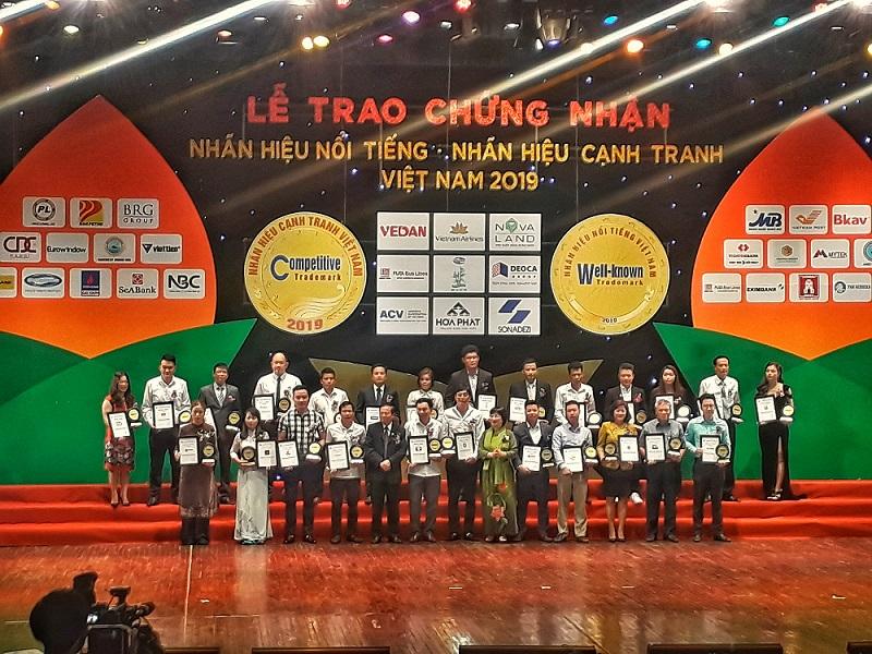 """Thang nhôm Joongang Top 10 Nhãn hiệu Nổi tiếng Việt Nam"""" năm 2019"""