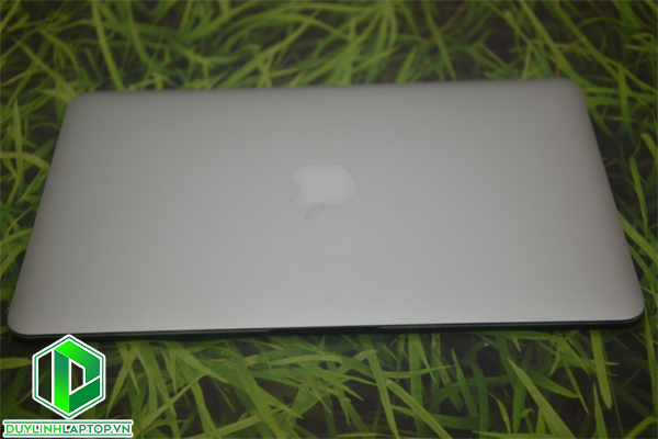 Macbook Air 11.6 inch 2015 MJVM2 Core i5-5250U 120GB 8GB RAM 1.6GHz - Like new