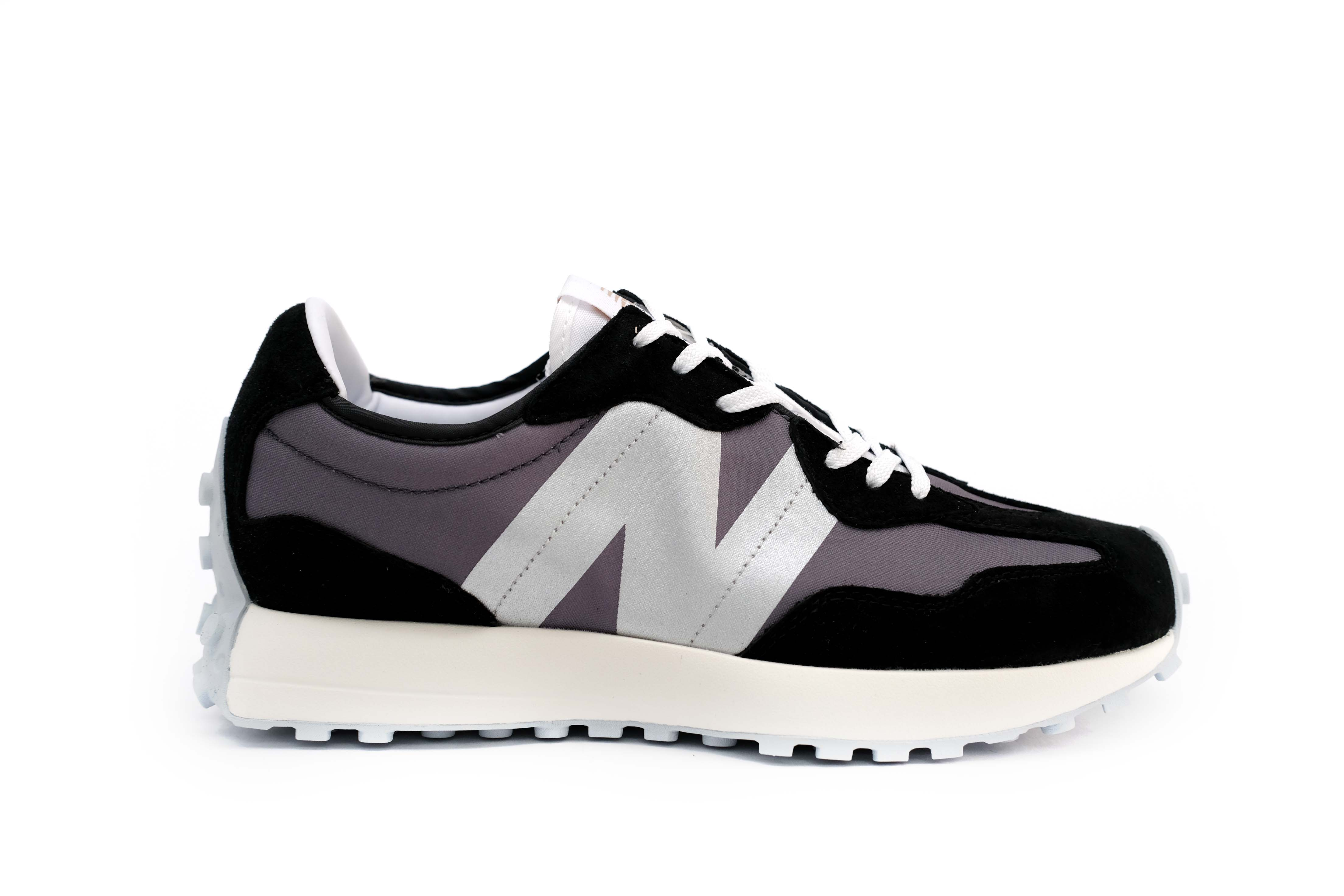 New Balance 327 Black (W)