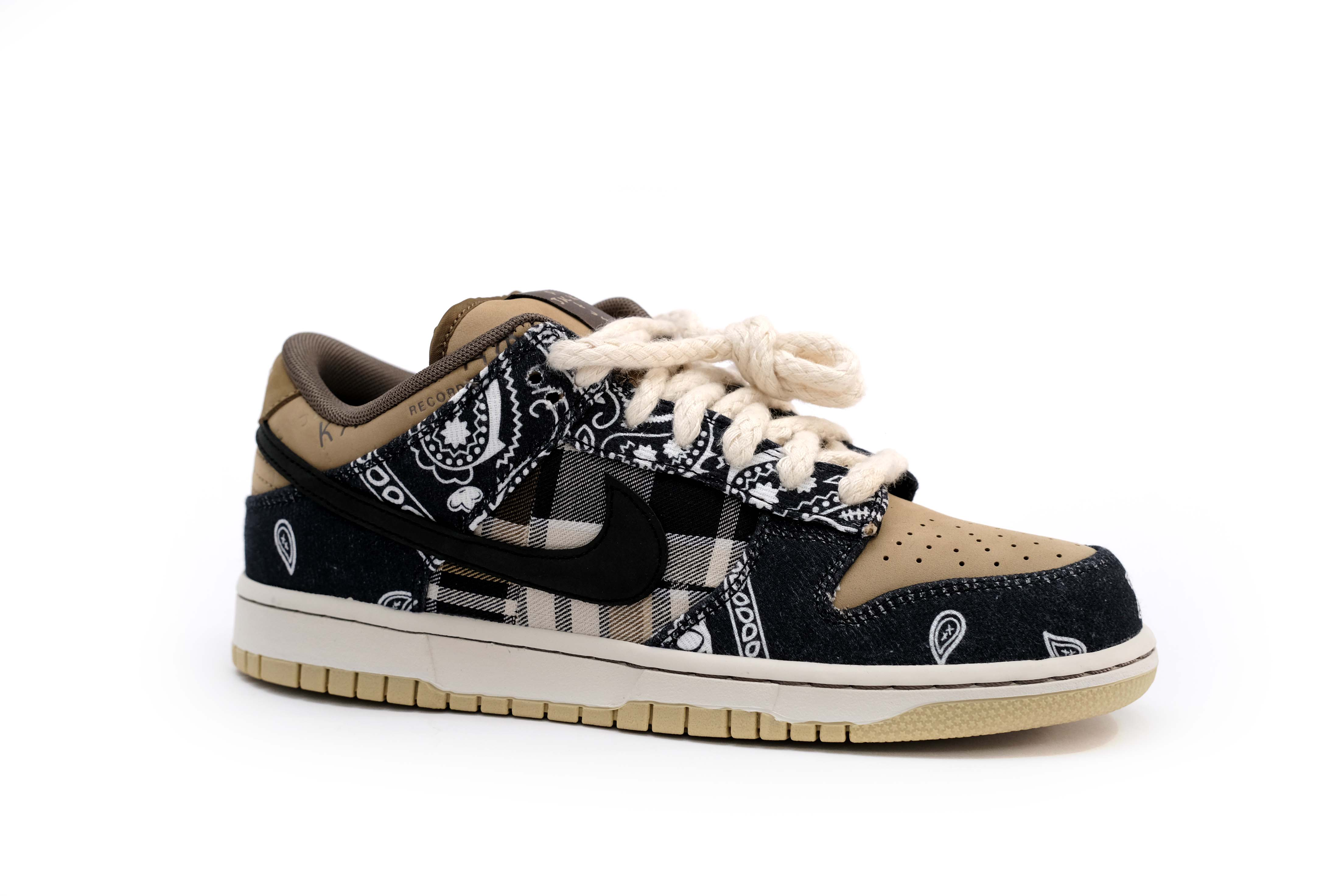 travis-scott-x-dunk-low-sb-cactus-jack