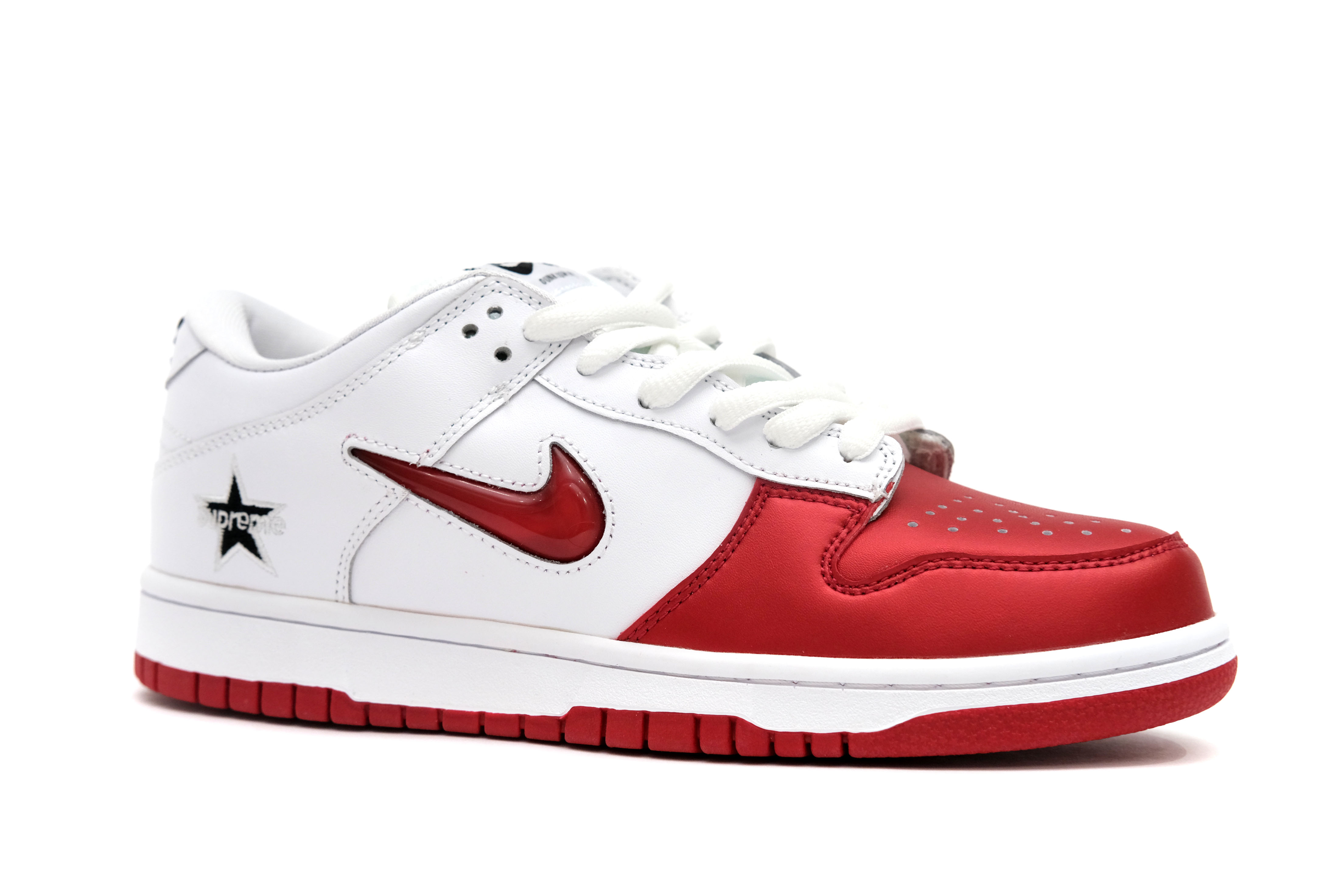 supreme-x-dunk-sb-low-qs-varsity-red