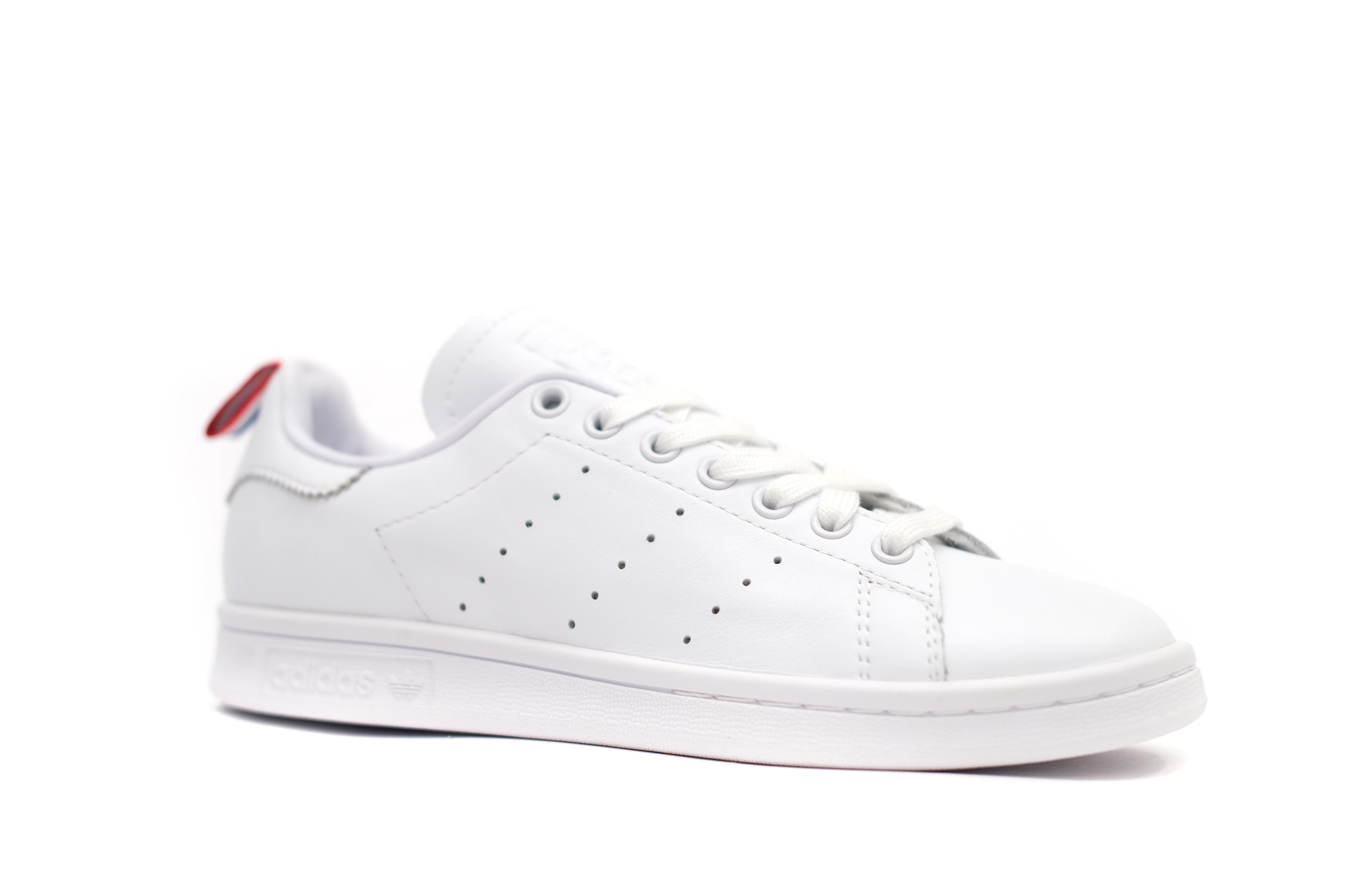 stan-smith-appears-with-a-new-tri-color-heel-tab