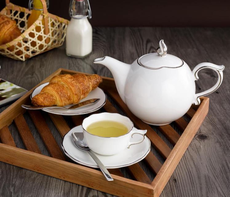 Bộ trà 0.7L Mẫu Đơn IFP Chỉ Bạch Kim 68701304303 Minh long