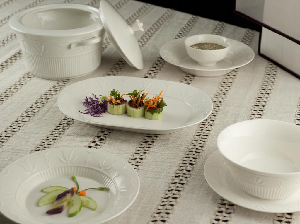 Bộ bàn ăn 30sp Tulip nổi Trắng Ngà 30tln Minh Long