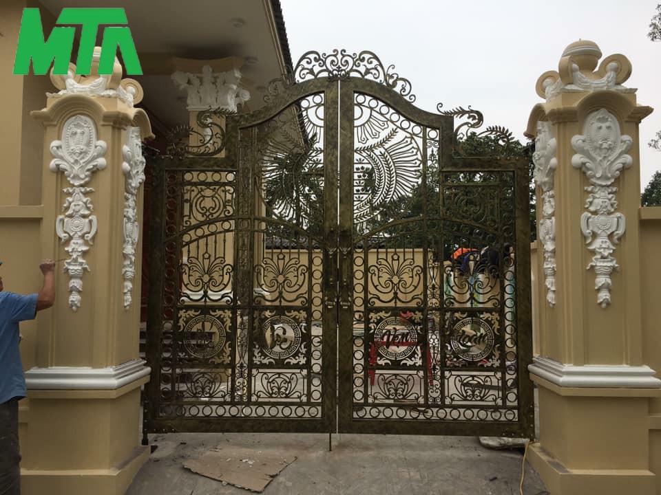mẫu cửa cổng sắt đẹp, sang trọng hiện nay