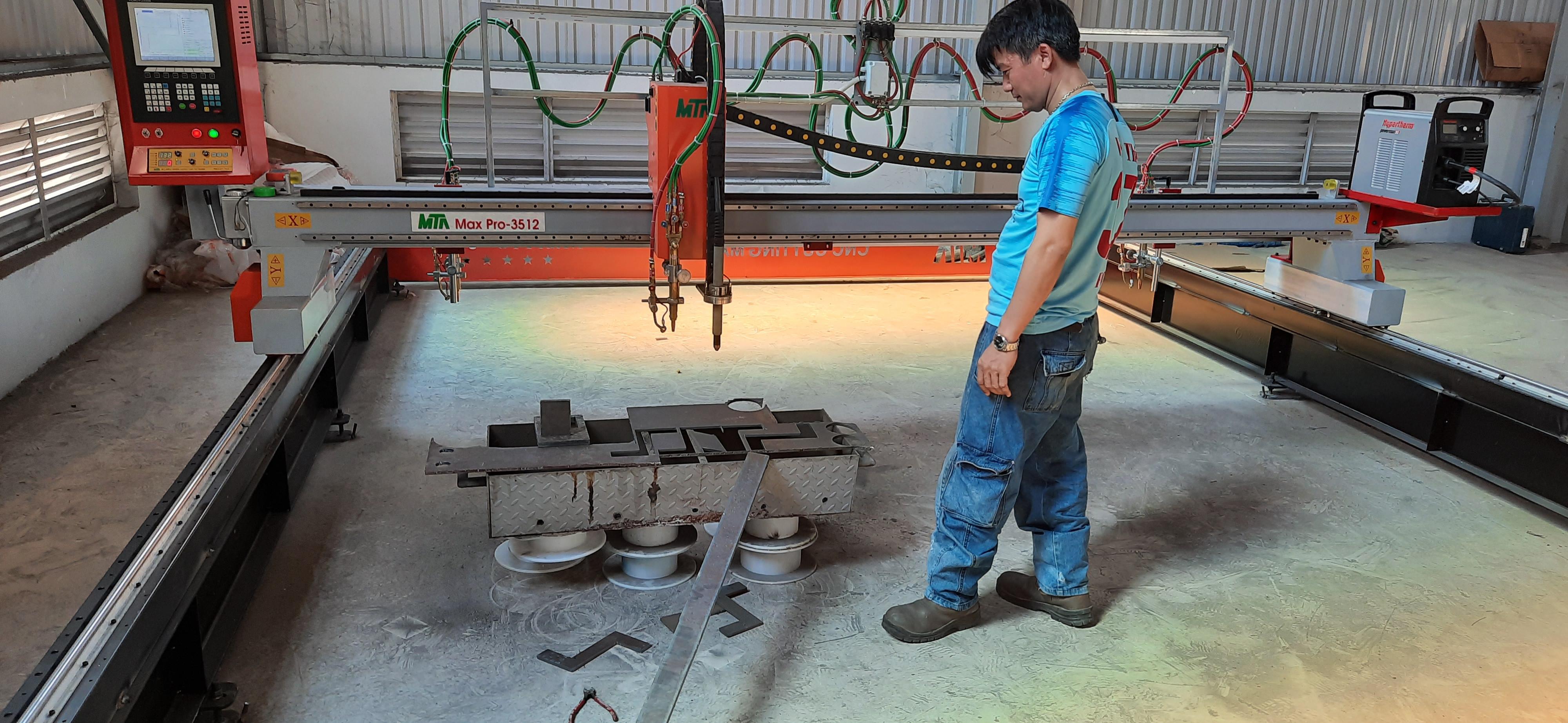 máy cắt CNC phá băng