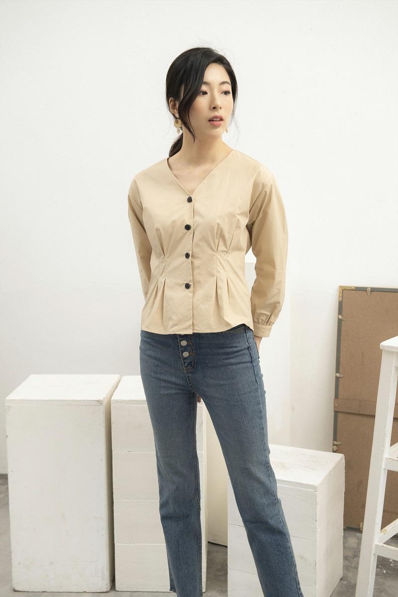 Beige Button Shirt - Áo Be Cúc Lớn
