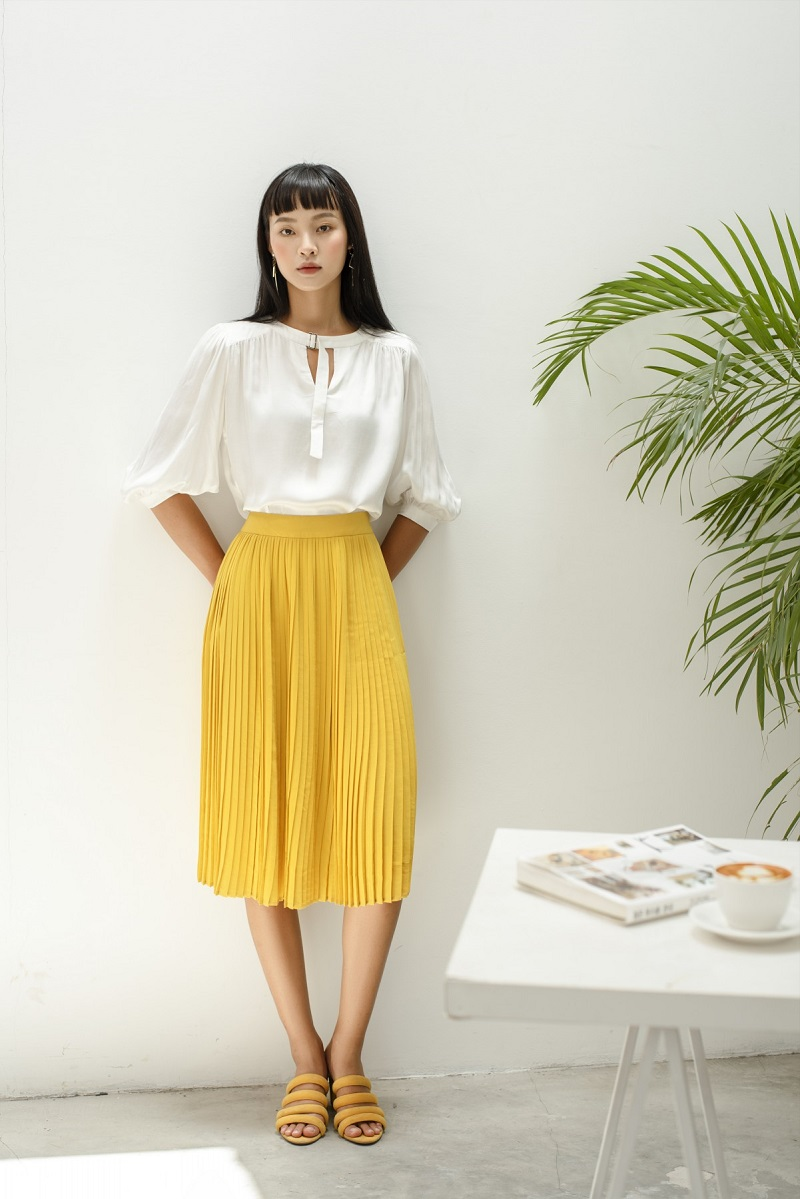 Cream Silk Blouse - Áo Lụa Cổ Tròn Tay Phồng