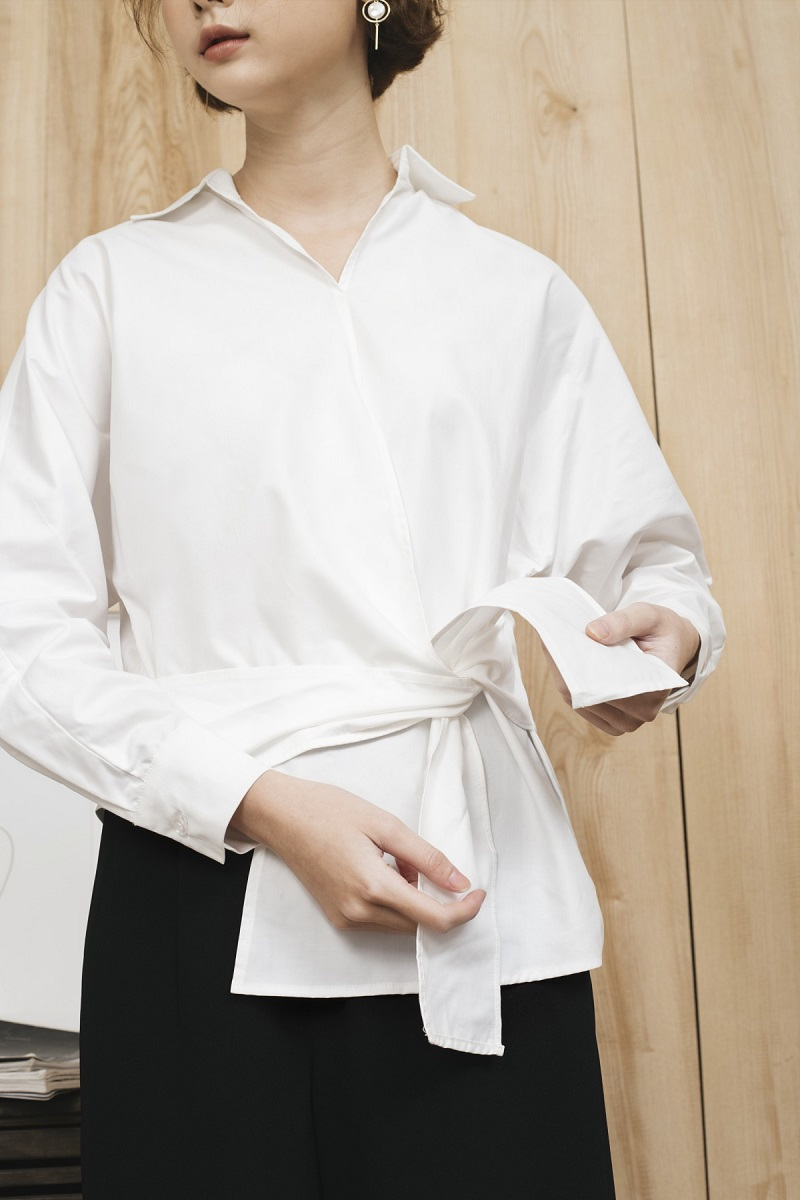 Áo sơ mi trắng buộc vạt lệch 1