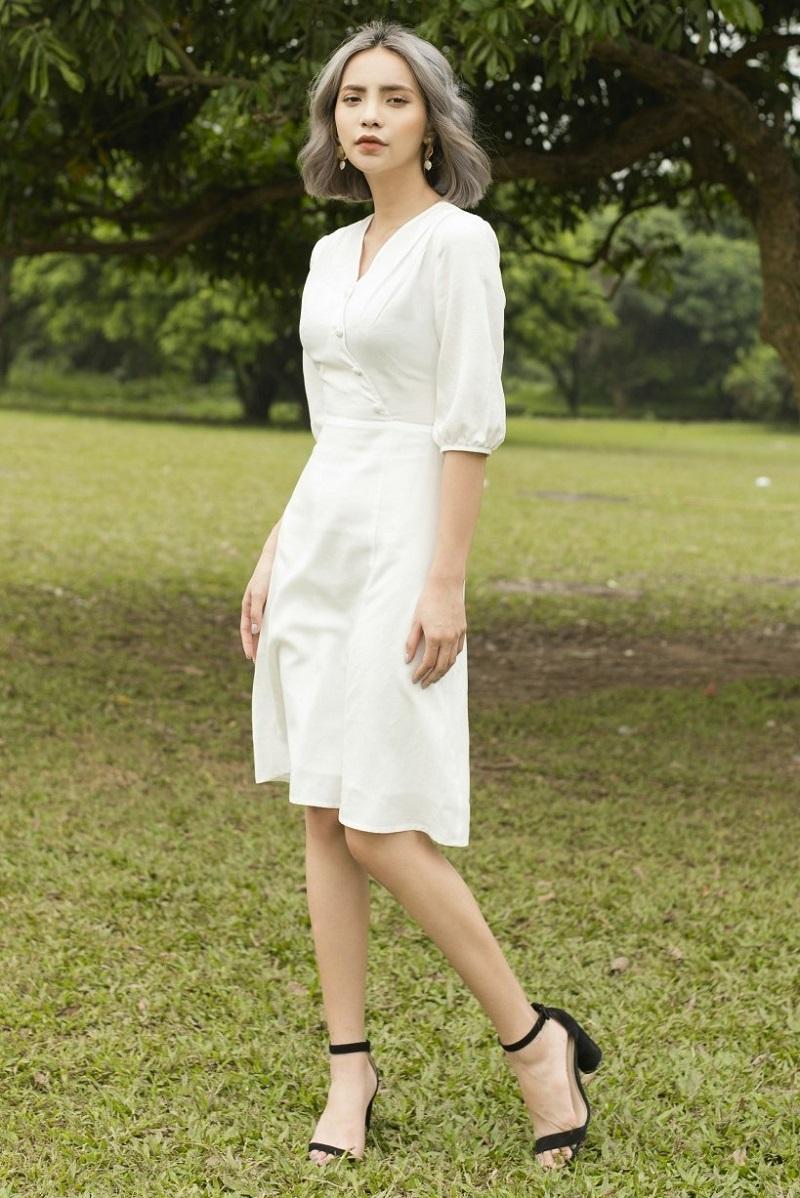 Đầm trắng chữ A cúc bọc ở ngực 1