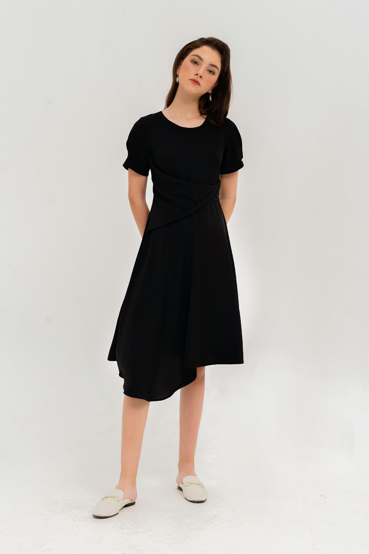 Đầm đen xoắn eo tay ngắn  1