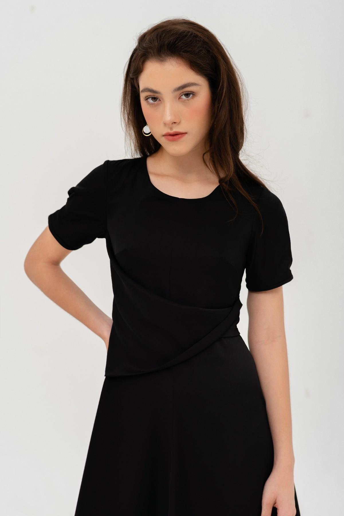 Đầm đen xoắn eo tay ngắn 2
