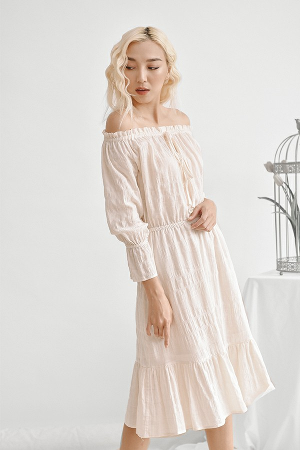 Đầm maxi trắng trễ vai 1
