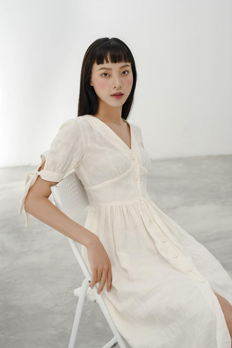 White V-neck Dress - Đầm Thô Kem Cổ Chữ V