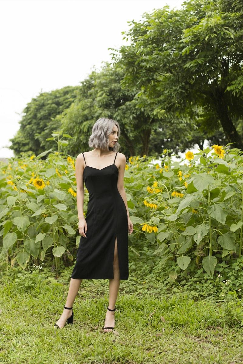 Váy 2 dây đen dáng dài xẻ chân 2