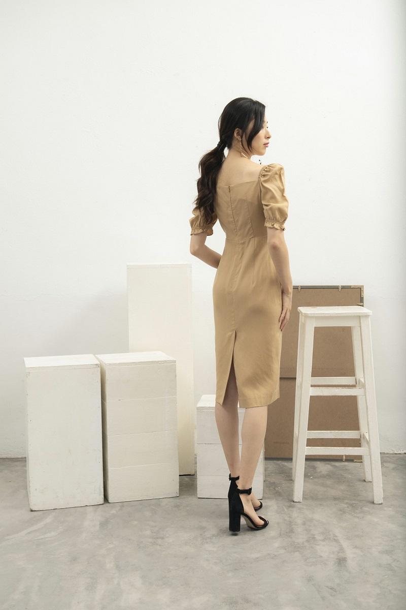 Váy ôm thân cổ vuông 3