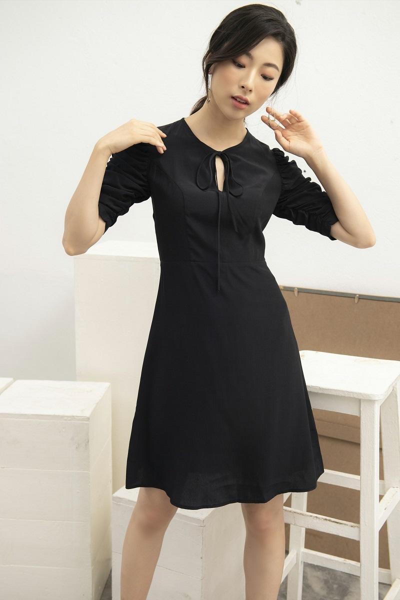 Váy lụa đen rút chun tay 1