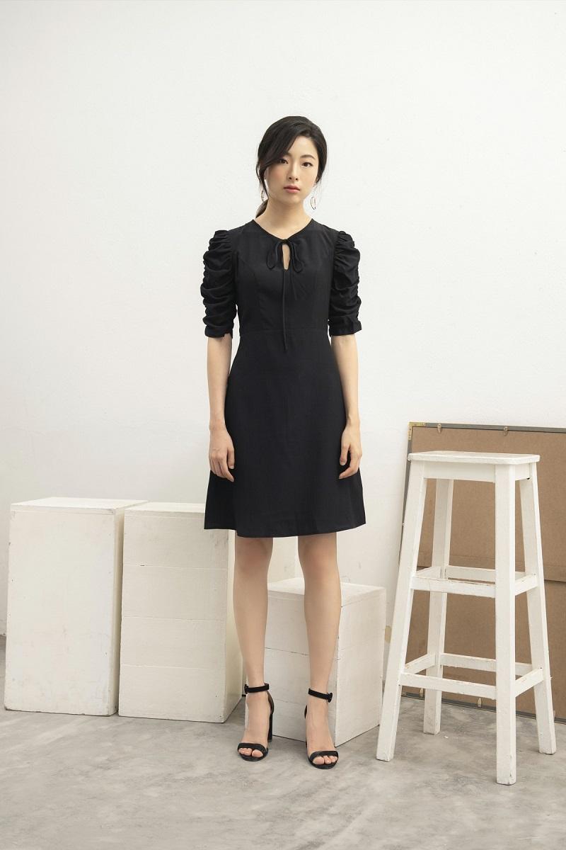 Black Mini Dress - Váy Lụa Đen Rút Chun Tay