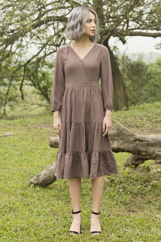 Váy Maxi xòe cổ chữ V màu nâu 1