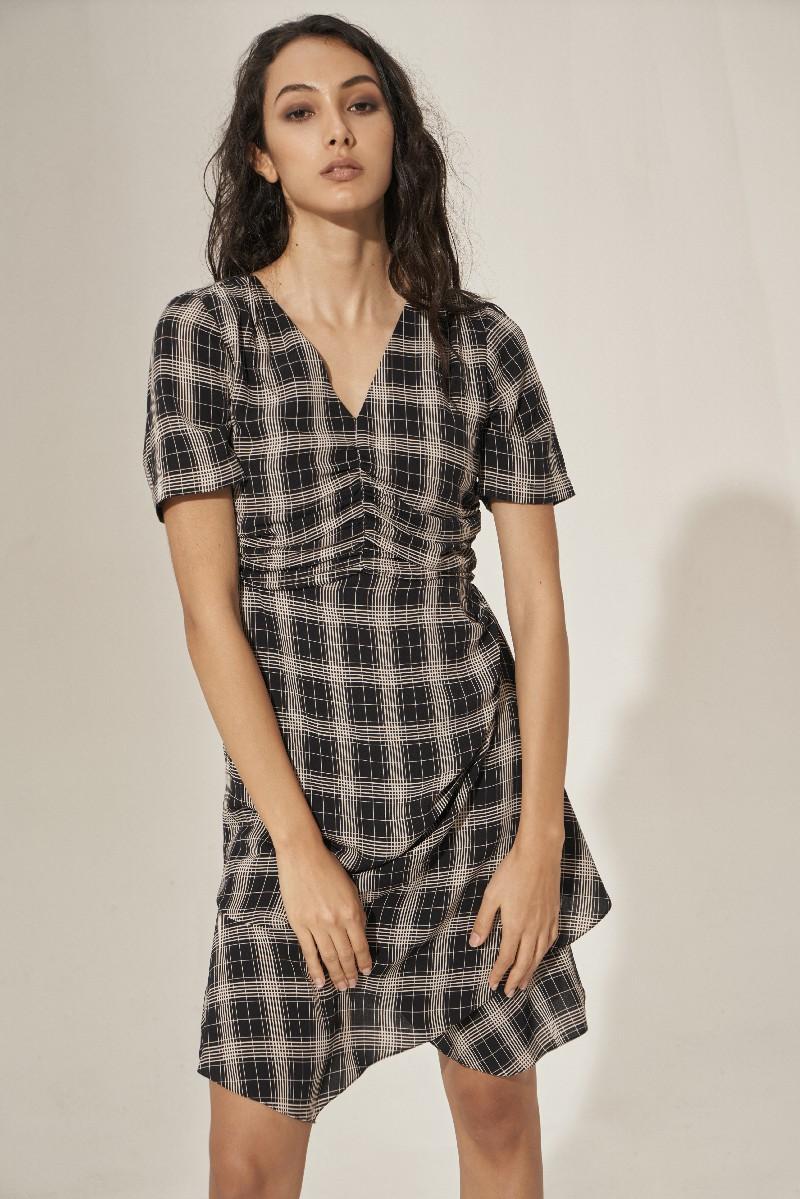 Váy mini nhăn kẻ caro 3