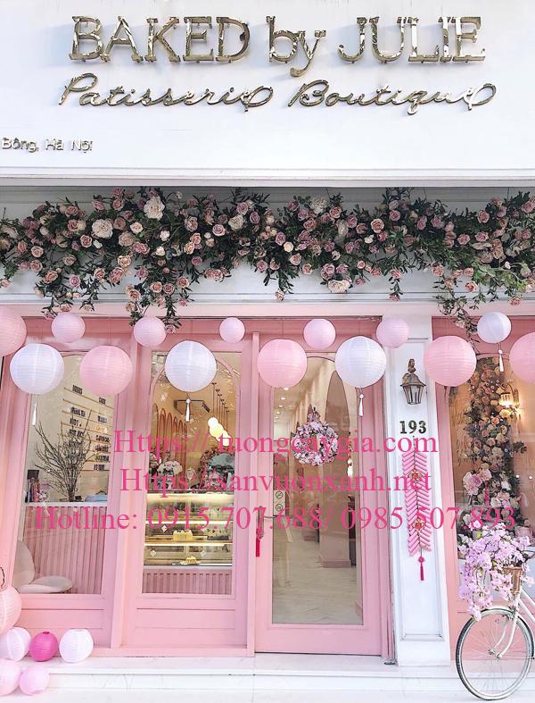 Trang trí hoa hồng leo bám tường