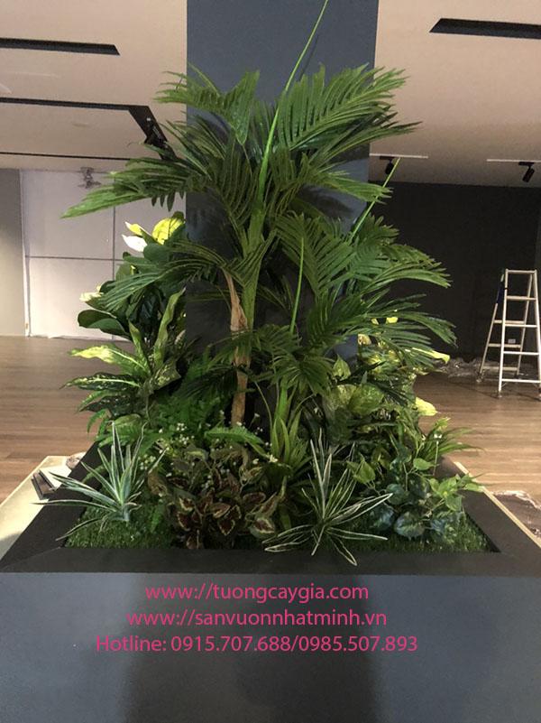 Trang trí bục cây giả tại Showroom nội thất Hùng Tuý - Cát Linh - Hà Nội