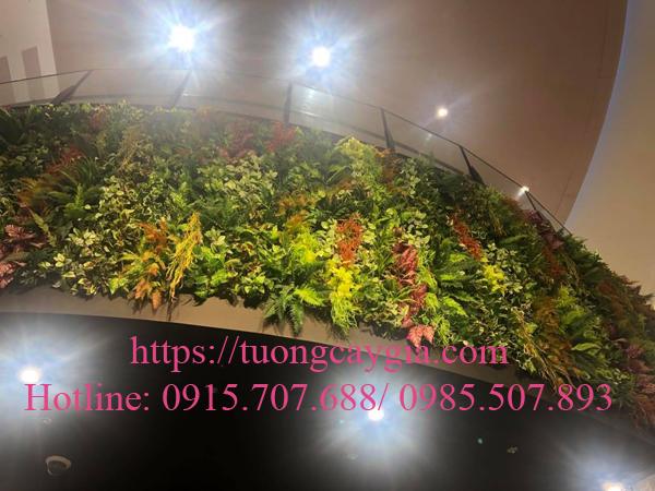 Tường cây nhựa khu vực thông tầng tại Aeon mall Hà Đông - Hà Nội