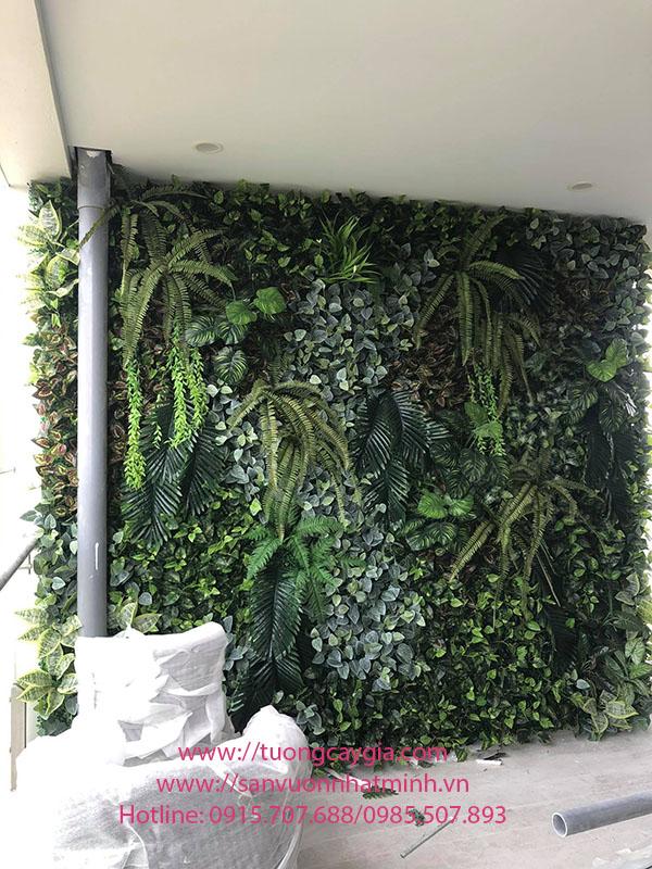 Lắp đặt tường cây giả hỗn hợp tại Ecopark - Hà Nội