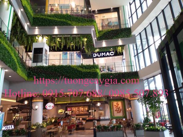Hệ thống vách tường hoa lá tại Aeon mall Hải Phòng