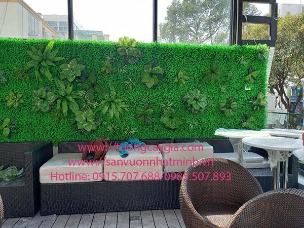 Vách che khuyết điểm bằng cỏ cây hoa lá tại 350 Võ Văn Kiệt - Q1 - Tp HCM