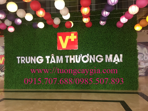 Tường cỏ giả tại trung tâm thương mại tòa nhà Hòa Bình 505 Minh Khai - Hà Nội