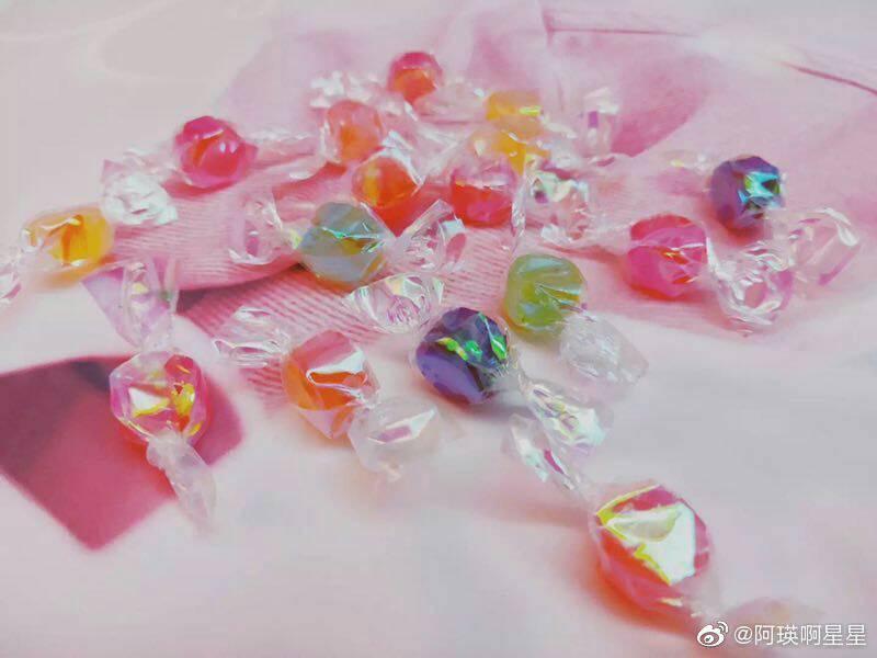 Gói kẹo sắc màu vỏ hologram