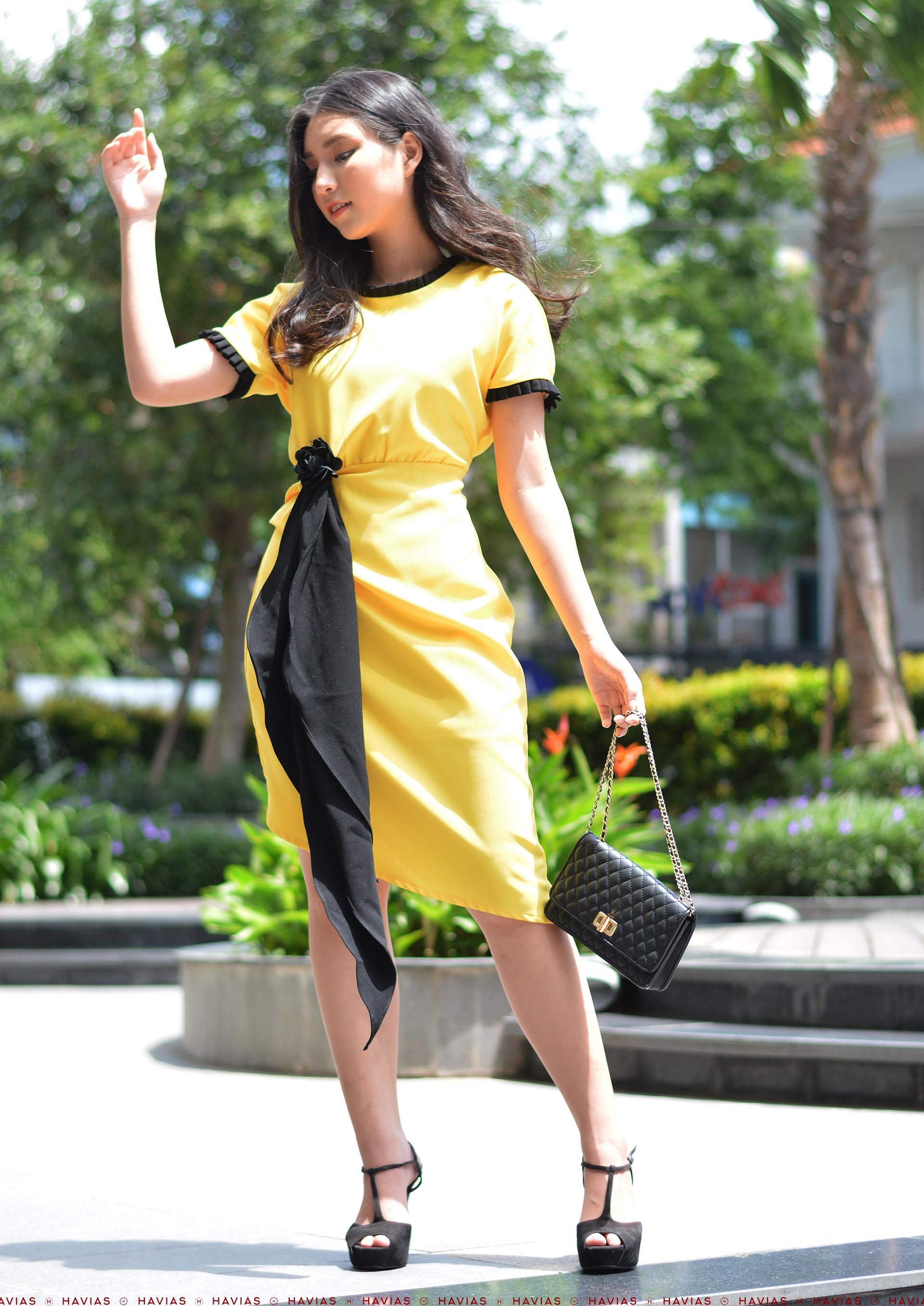 Đầm Thiết Kế Cao Cấp Pleated Neck Sleeve Black Band Yellow Dress