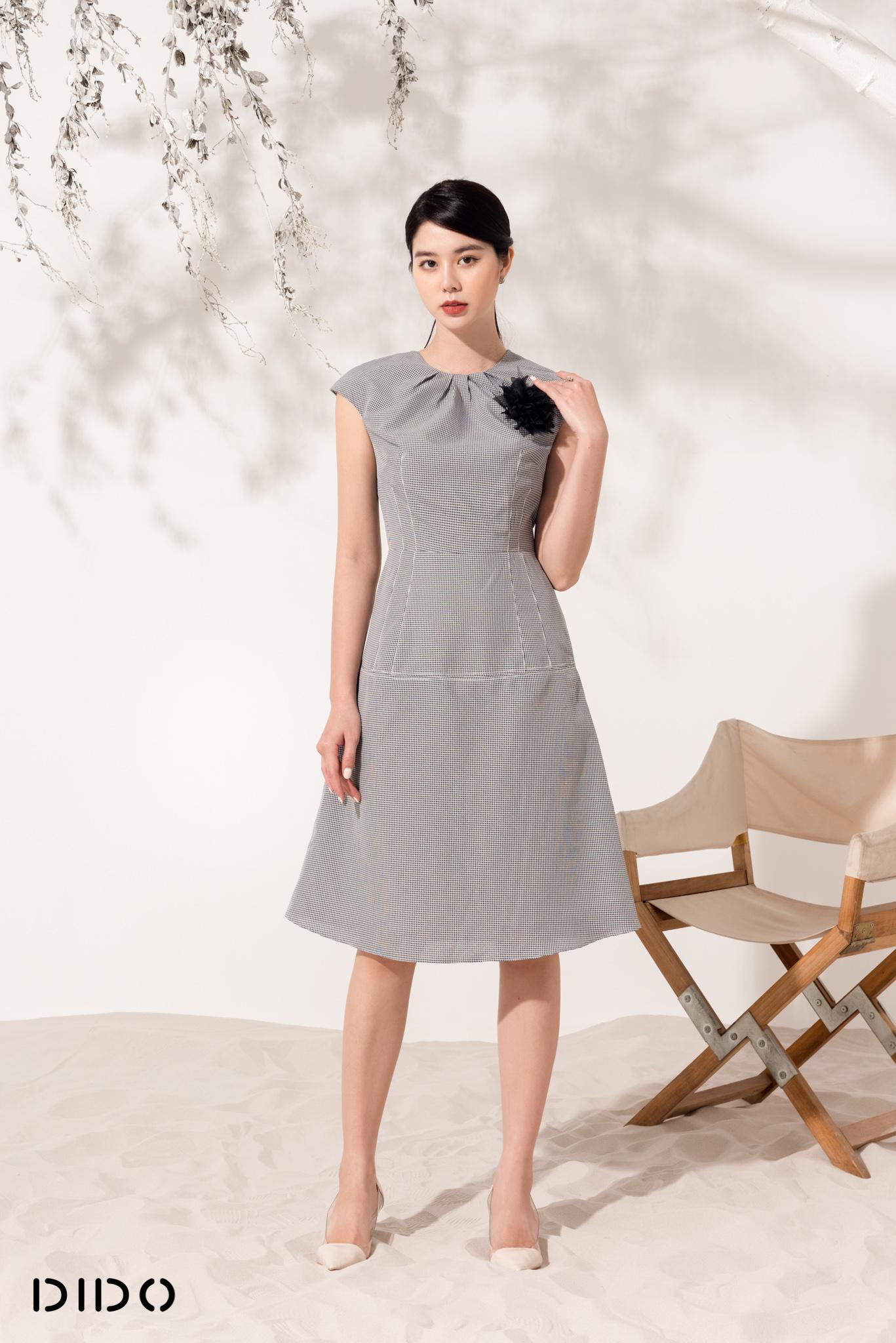 Váy Xếp Ly Cổ Kẻ Trắng Đen - Nữ