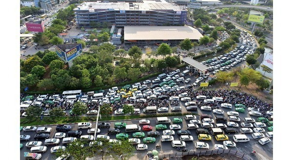 Hochiminh City  urges work on roads surrounding Tan Son Nhat airport