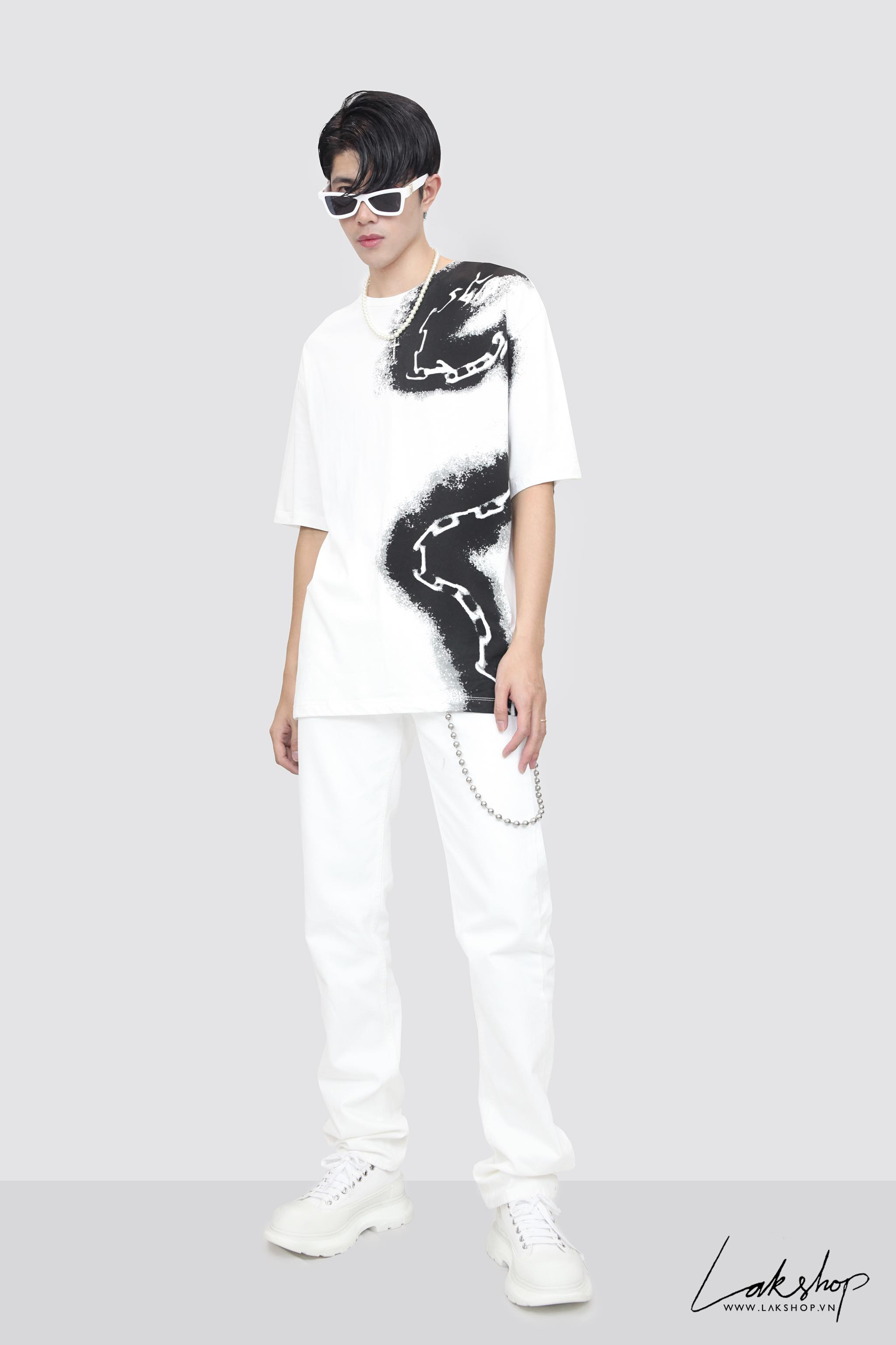Louis Vuitton With Spray Chain Print Oversize White T-shirt