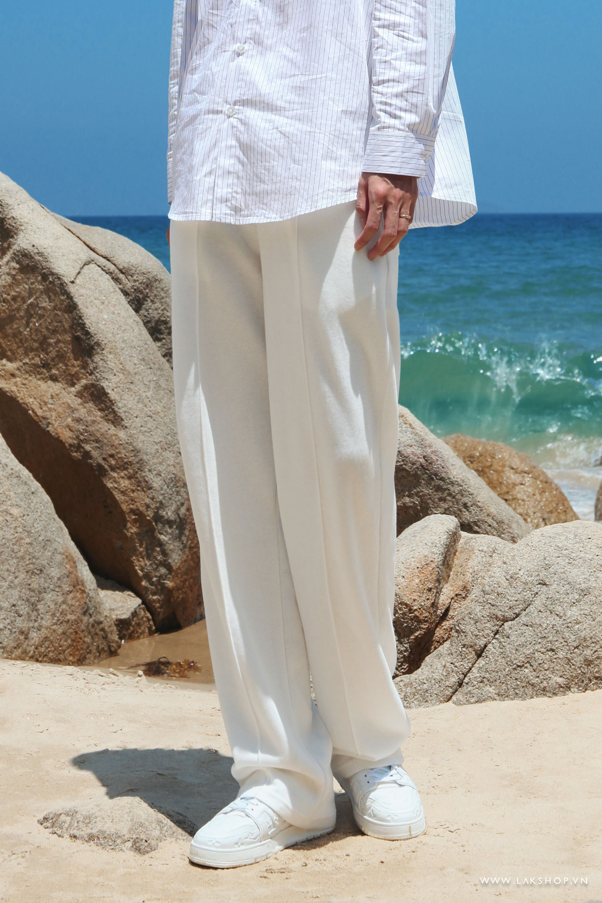 Loose White with Line Stripe Sweatpant