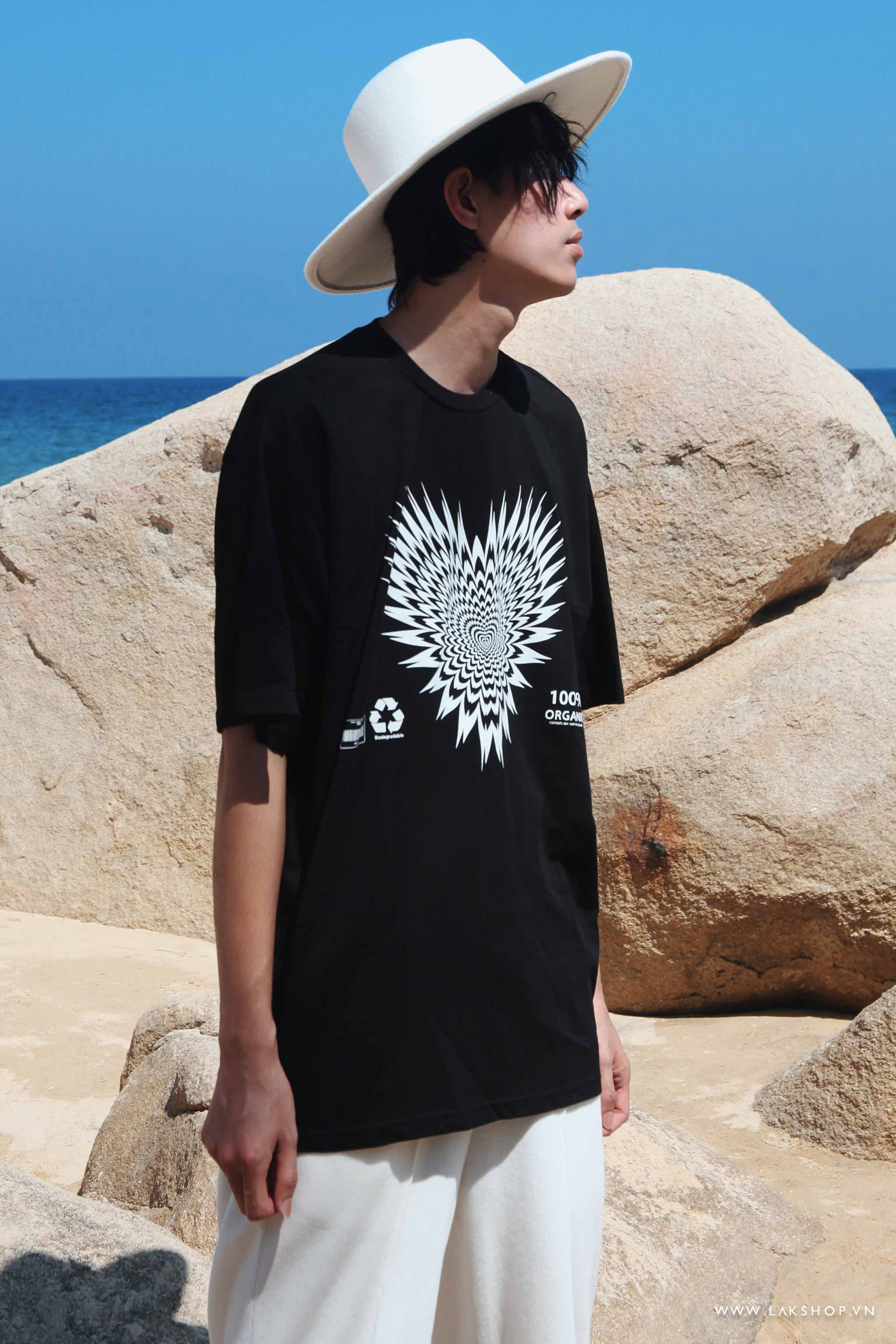 Heart 100% Organic Oversized Black T-shirt cv3