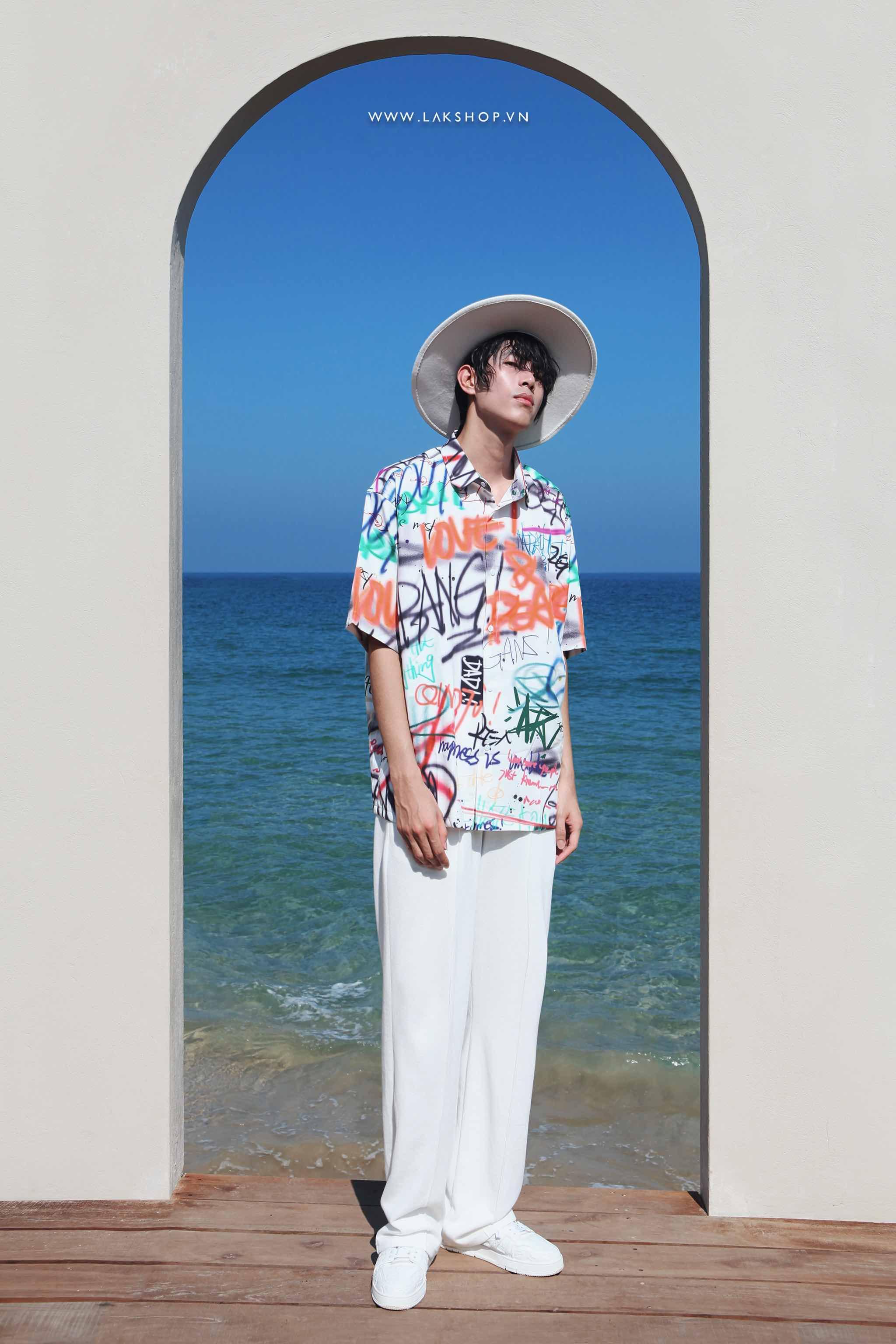 Oversized Graffiti Print Short Sleeve Shirt cv2