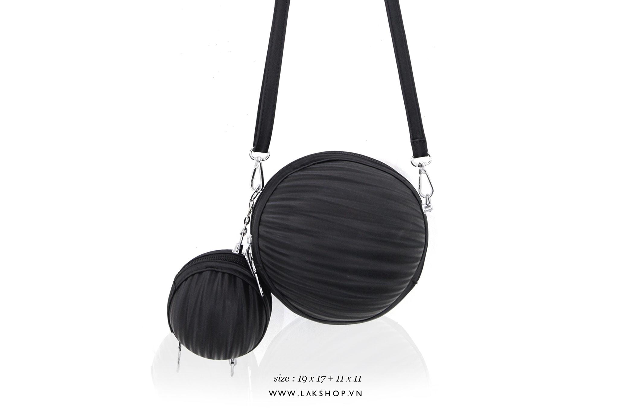 Louis Vuitton Chain Plain Leather Loafers Chain Plain Leather