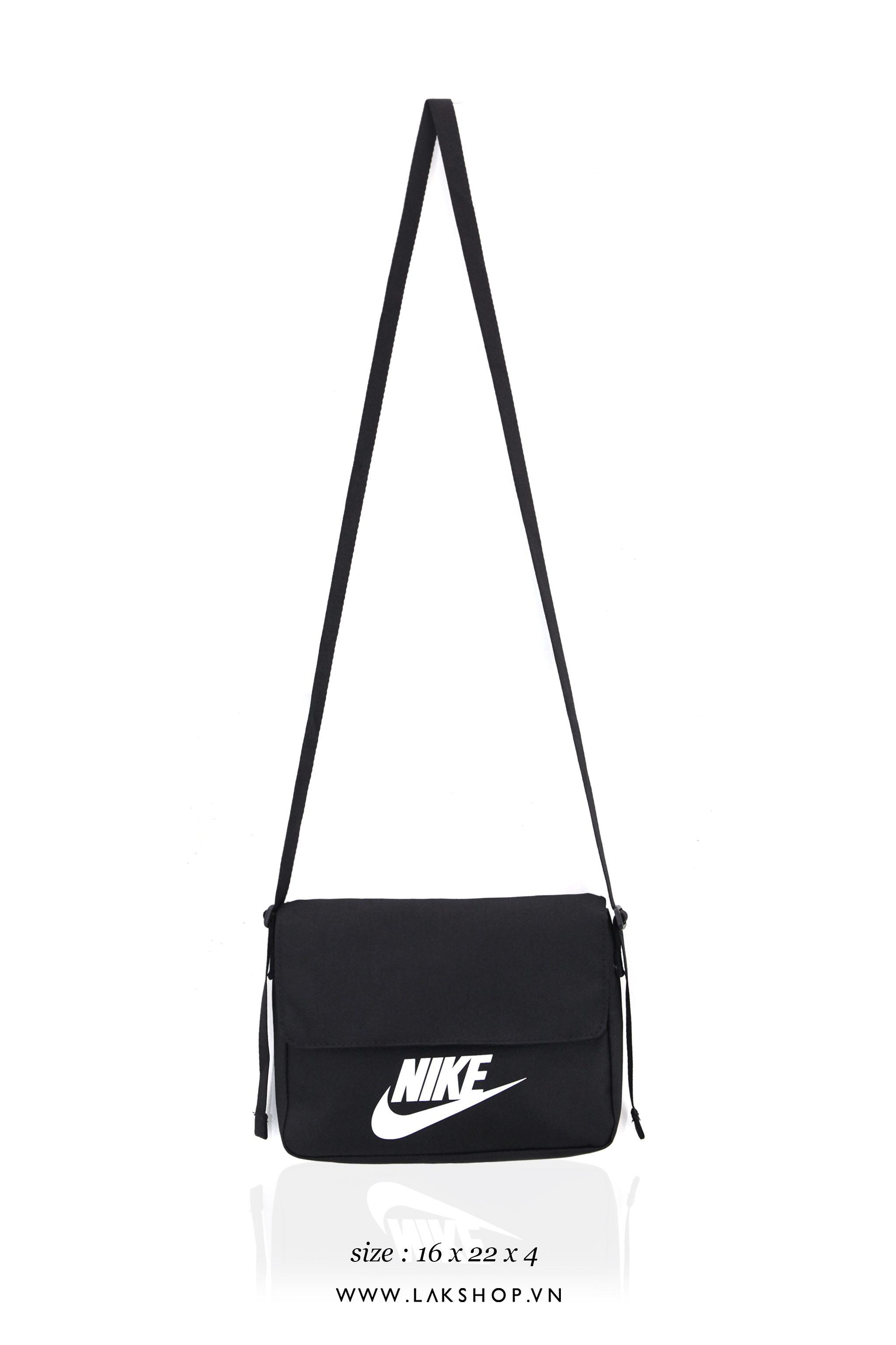 Burberry London England Red Logo Black T-shirt cv1