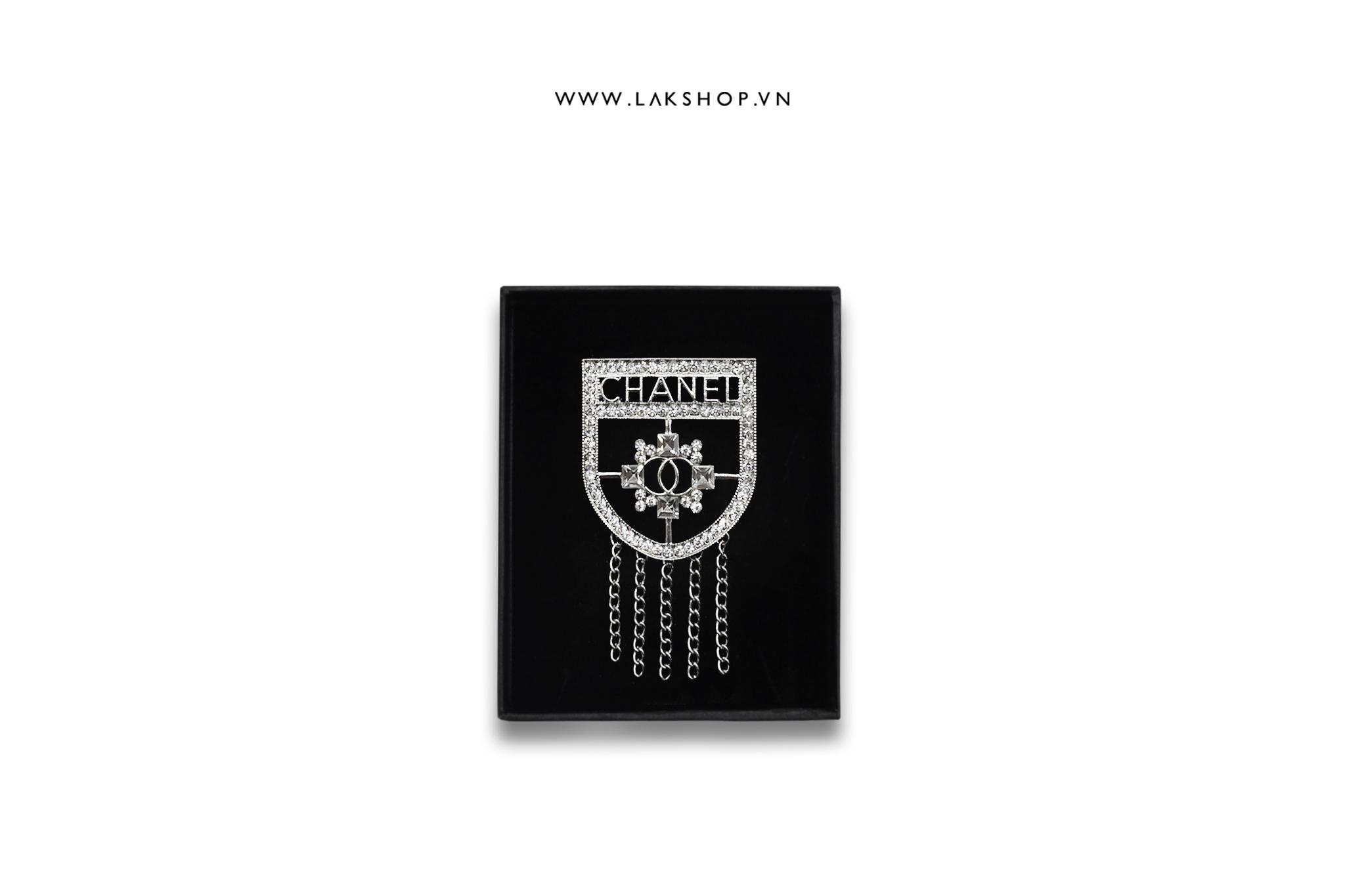 Trâm cài Logo Chanel Thủy Thủ Đính Đá Dây Xích