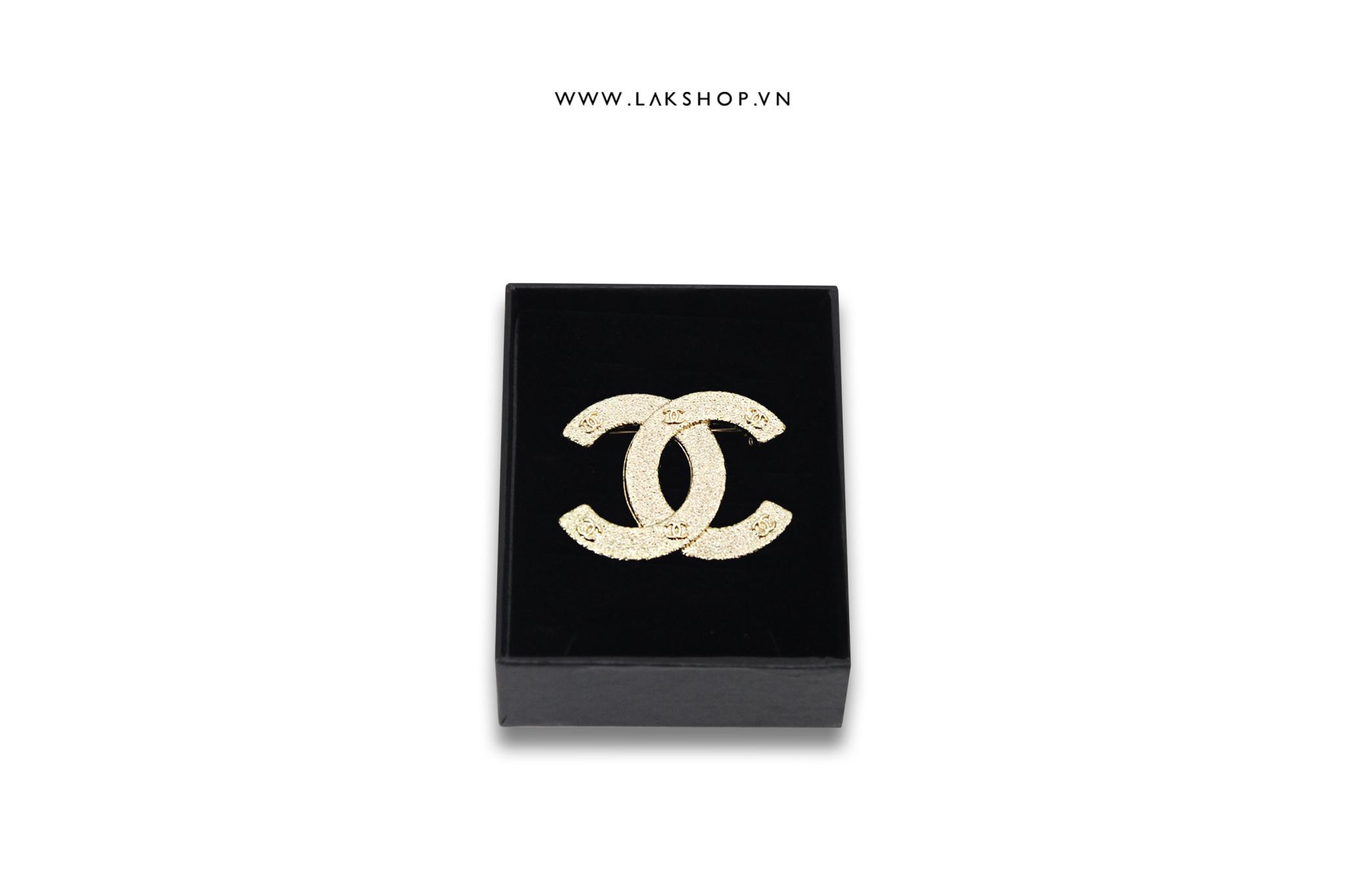 Trâm Cài Chanel Logo CC Vàng Sần