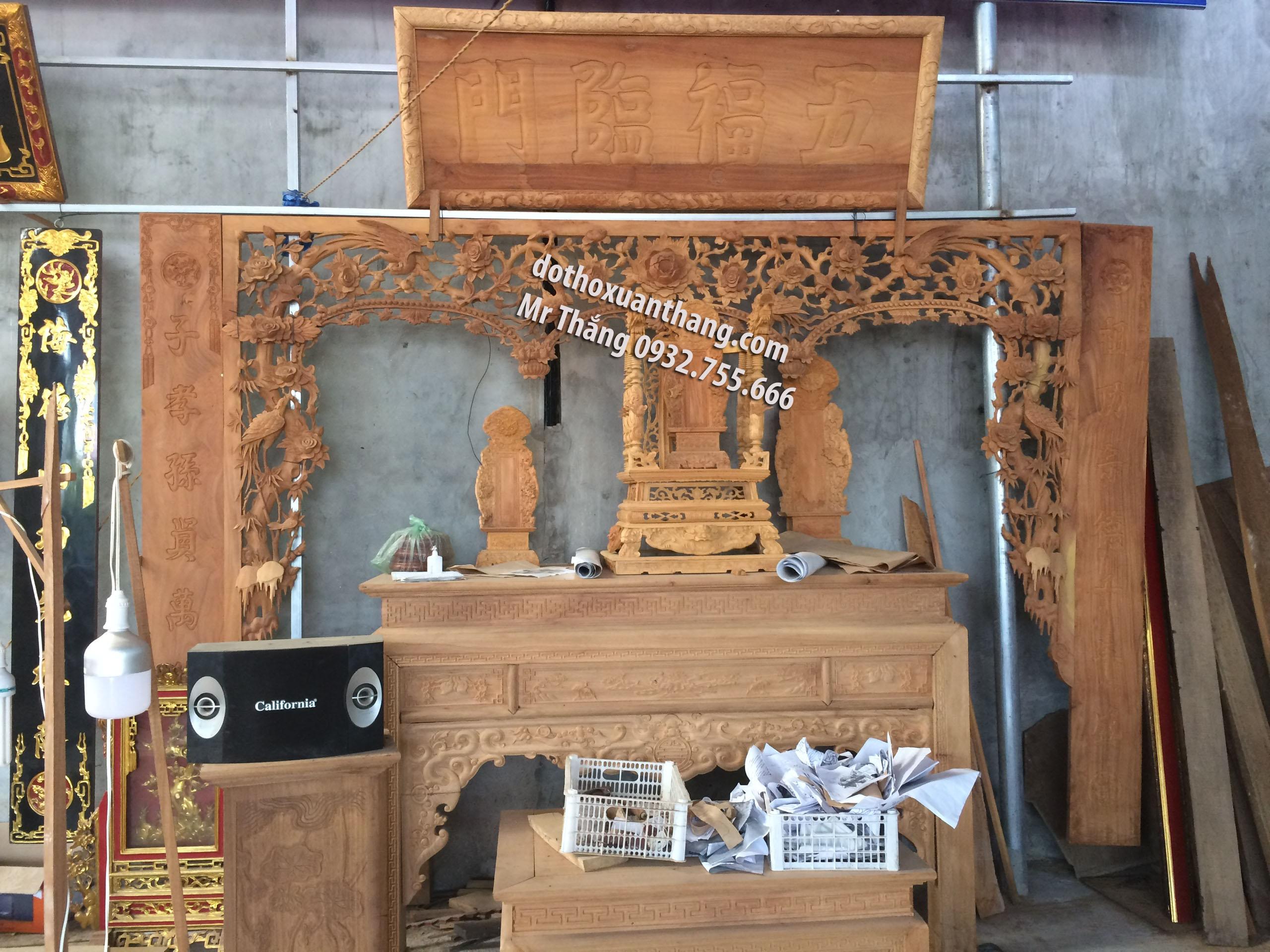 Hoành phi câu đối thờ bằng gỗ cho gian thờ tư gia